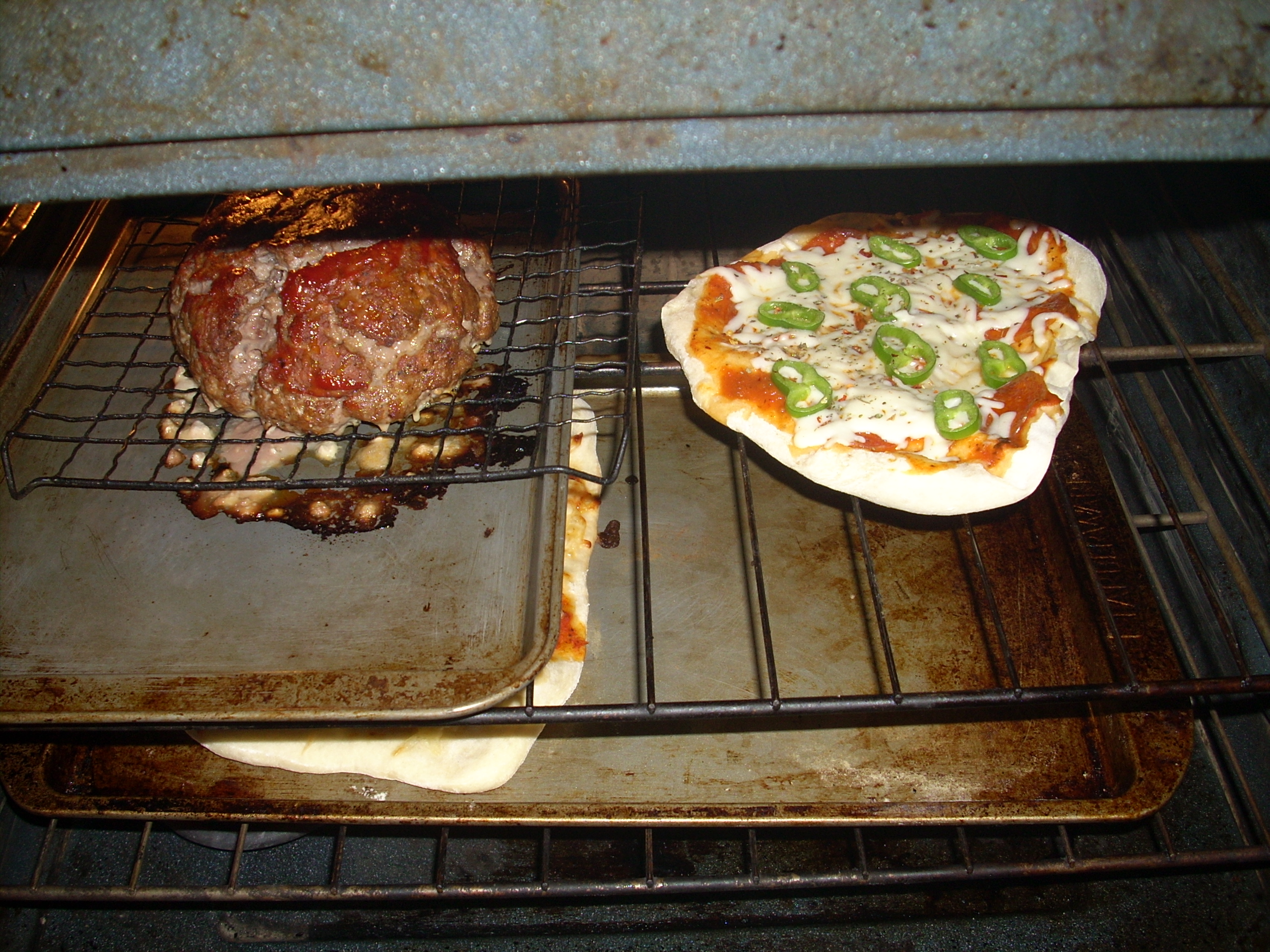 multi-tasking in the oven! There's Tony's meatloaf on the left!